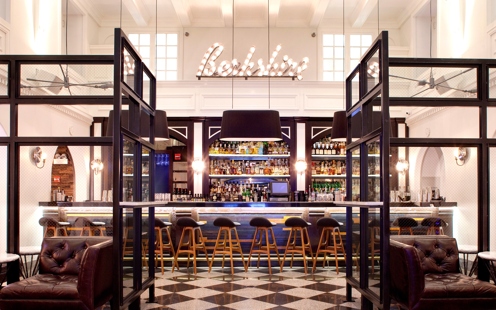 13 amazing hotels under 100 travel leisure for Hotels in chicago under 100