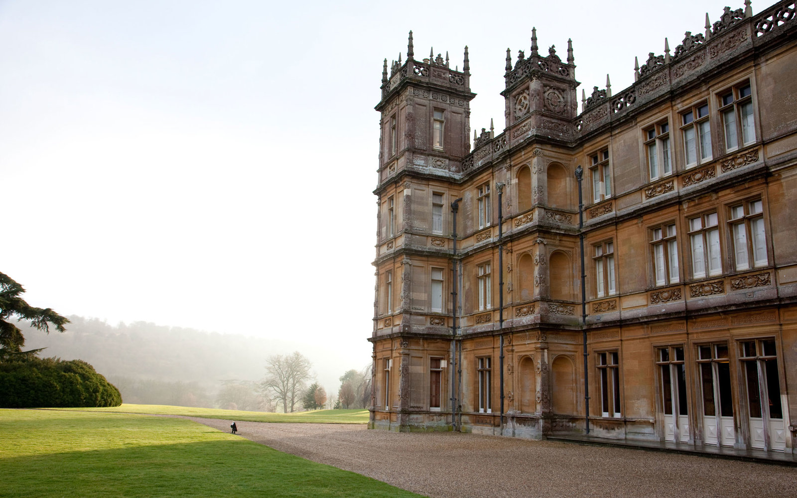 Secrets of downton abbey 39 s highclere castle travel leisure - Downton abbey chateau ...