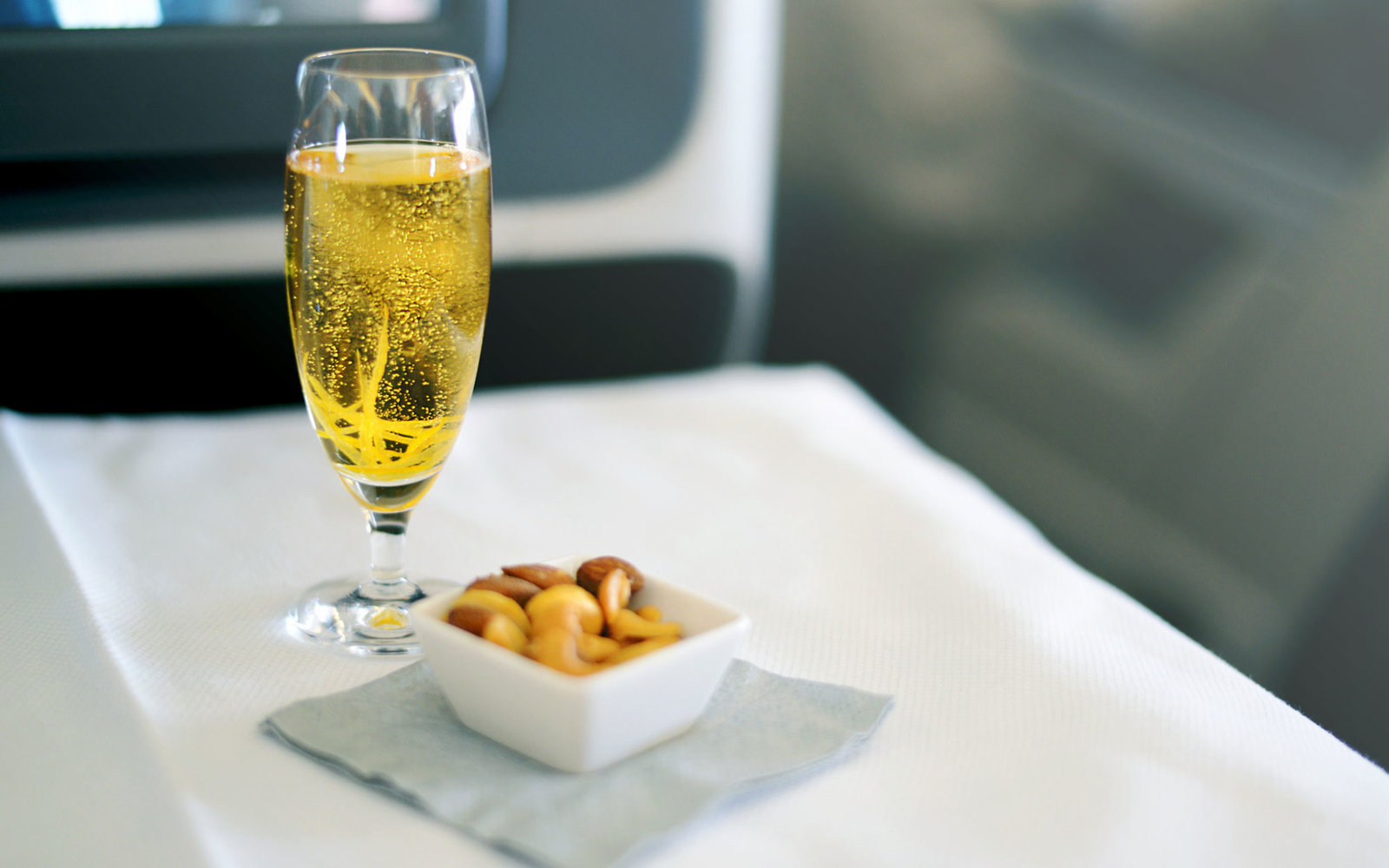 How Drunk is Too Drunk on a Plane? An Etiquette Expert Weighs in