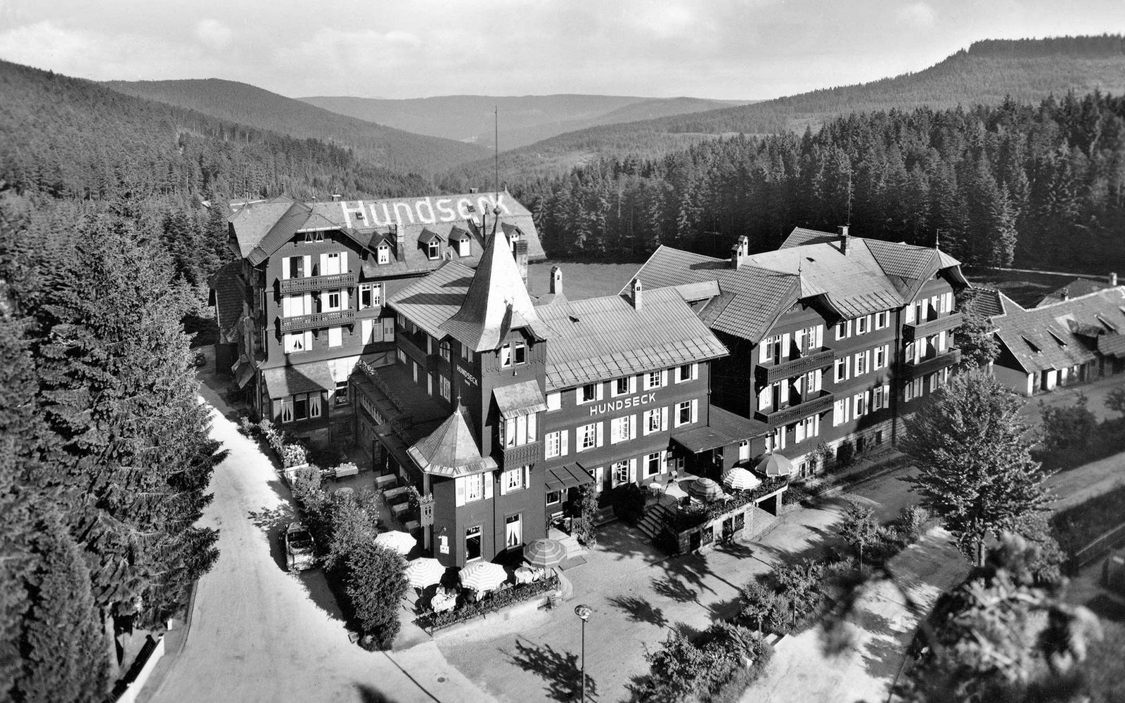 (GERMANY OUT) Germany, Baden-Wuerttemberg, Black Forest: spa hotel Hundseck, date unknown, around 1935, photo by Schoening (Photo by Schöning/ullstein bild via Getty Images)