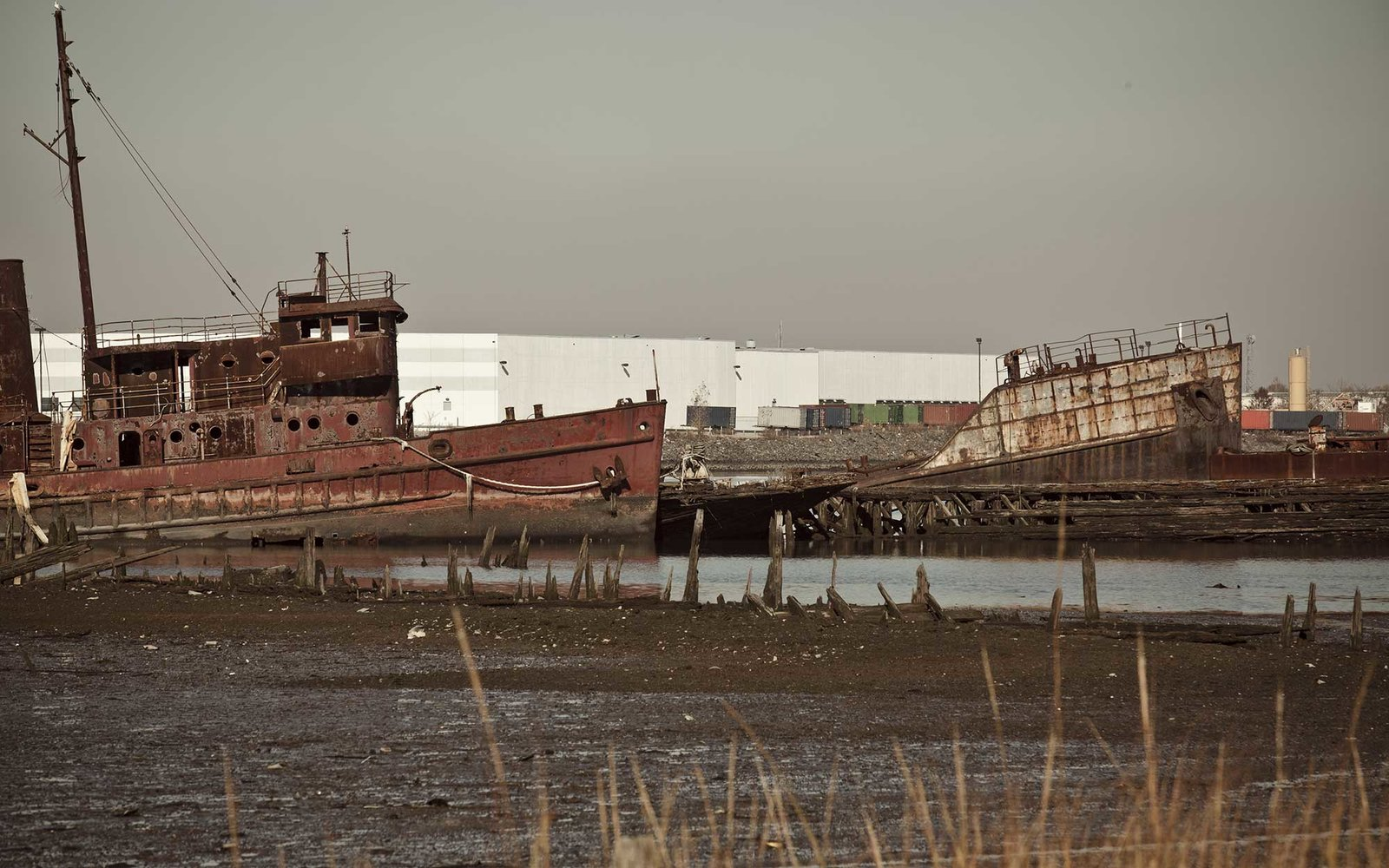 Abandoned ships in New York City