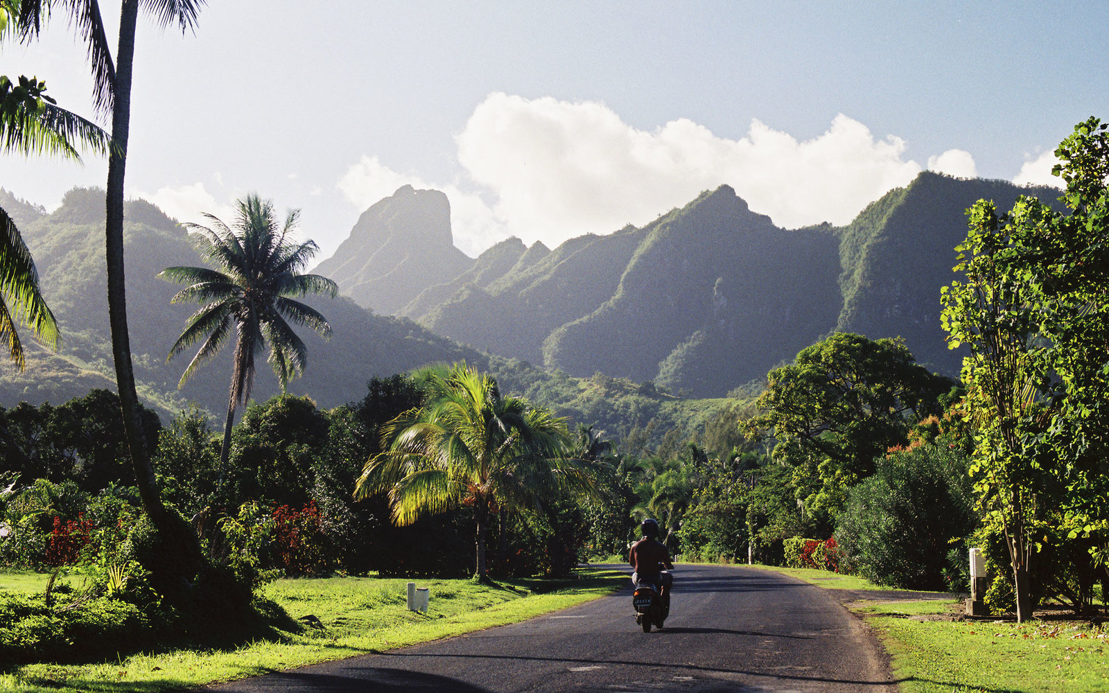 how to go from island to island in hawaii