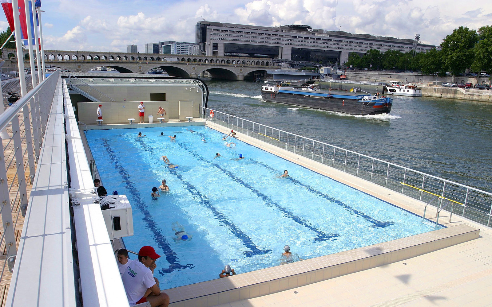 Absurdly scenic floating pools to add to your to swim for Floating swimming pool paris