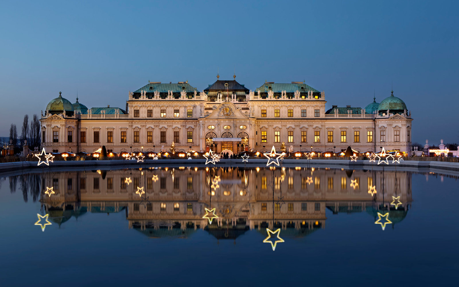 Romantic christmas trips travel leisure for Best hotel in vienna for christmas