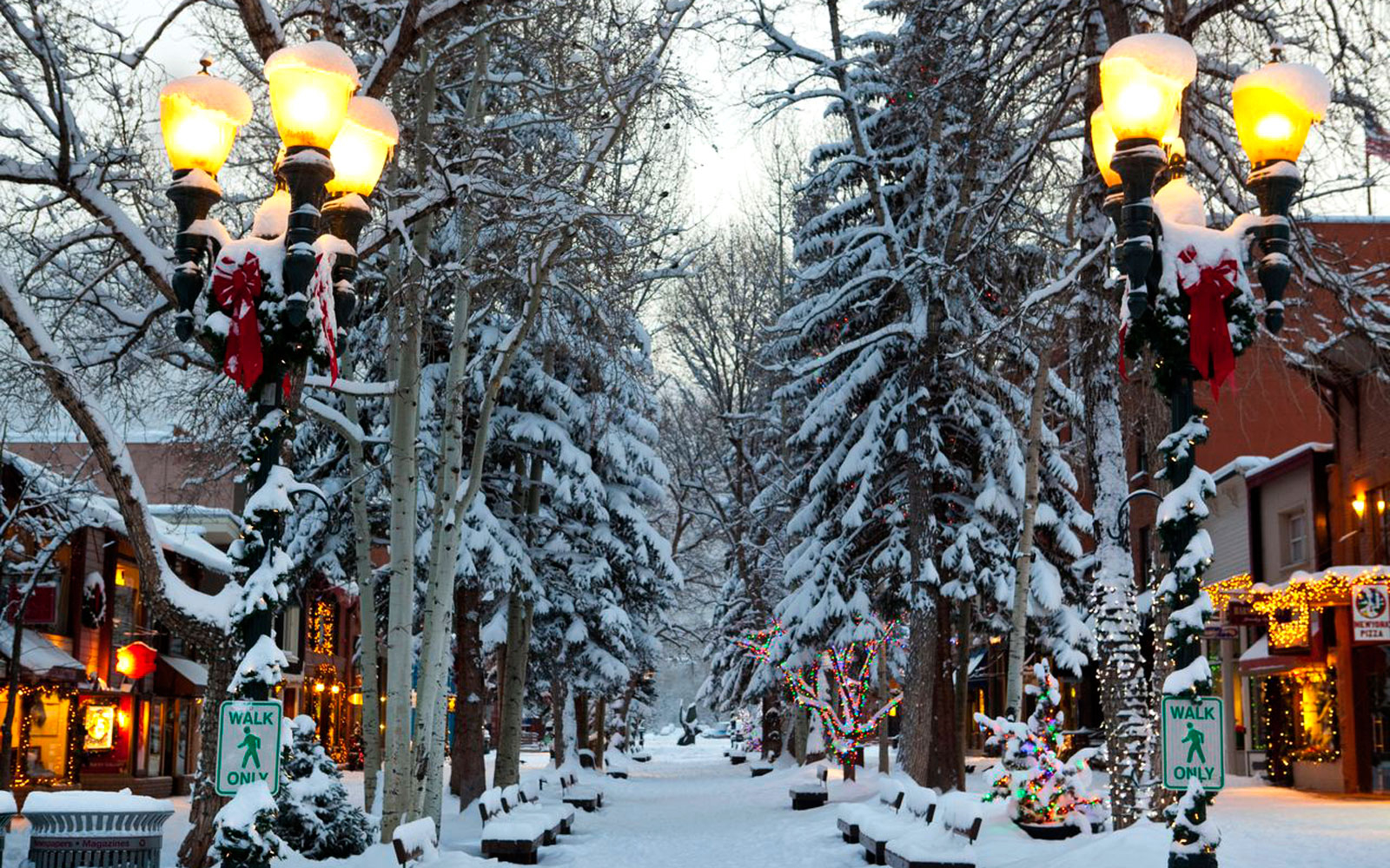 America s best towns for the holidays travel leisure for Best christmas vacation ideas