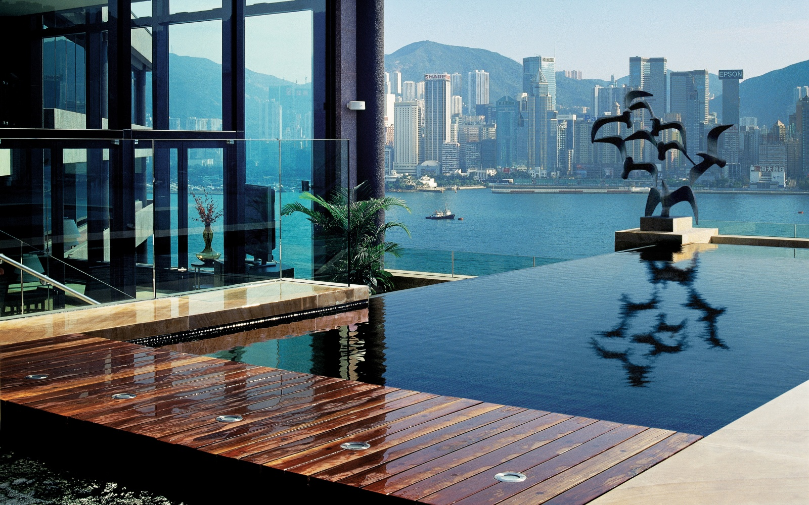 Intercontinental hong kong world s coolest plunge pools for Best modern hotels in the world