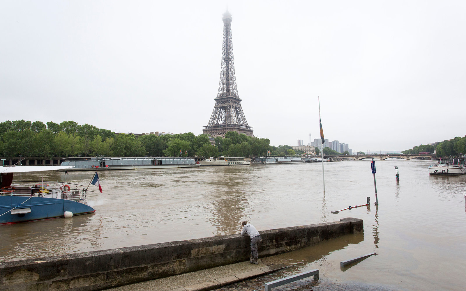 paris metro and tourist attractions closed due to severe flooding