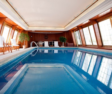 H tel le bristol paris world 39 s coolest pools travel Hotels in bristol with swimming pool