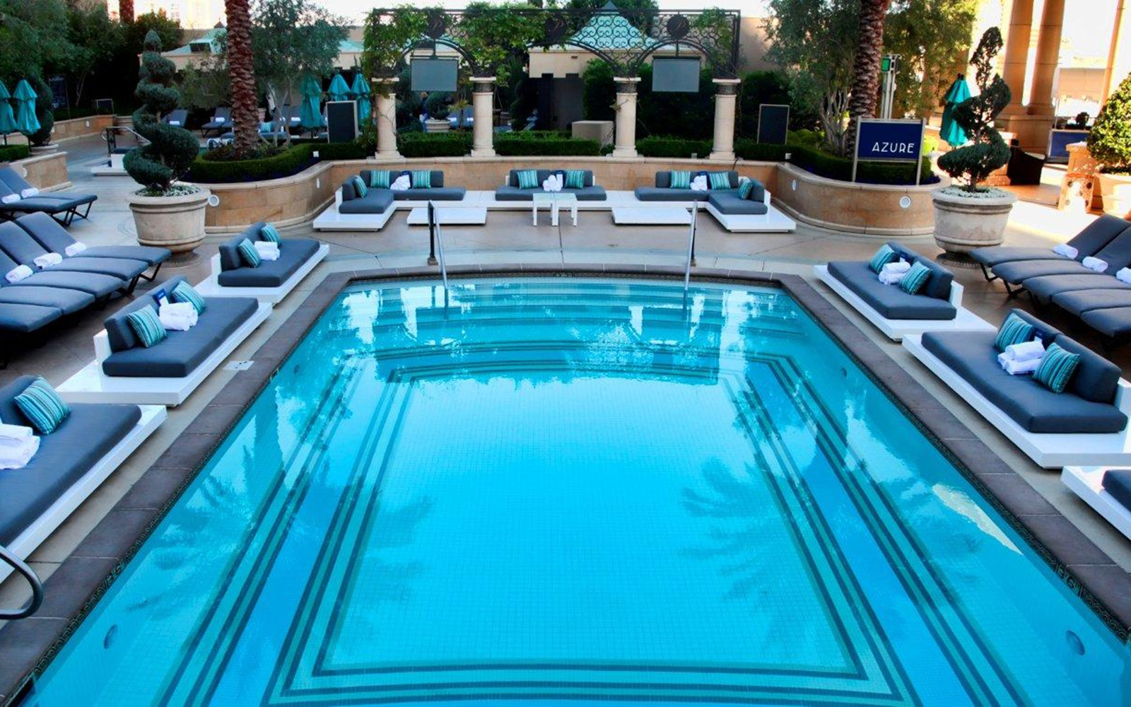 Vegas 39 Best Pools From Dayclubs To Djs Travel Leisure