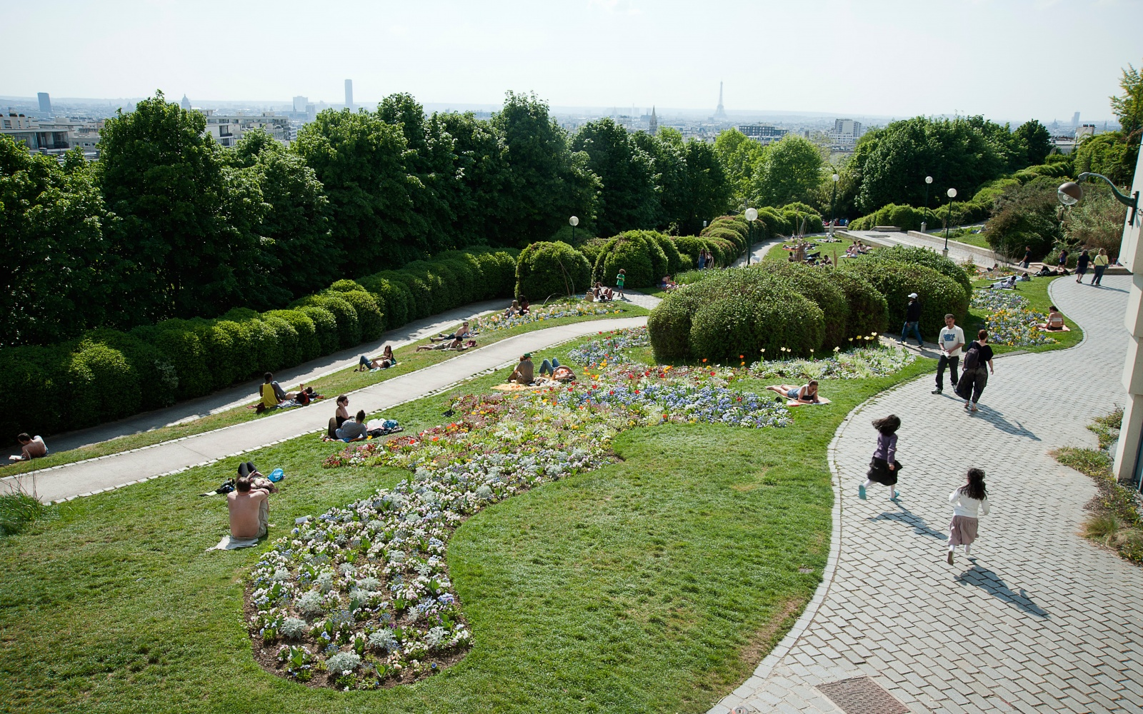 The parc de belleville is paris s best for picnics travel leisure - Jardin de belleville paris ...