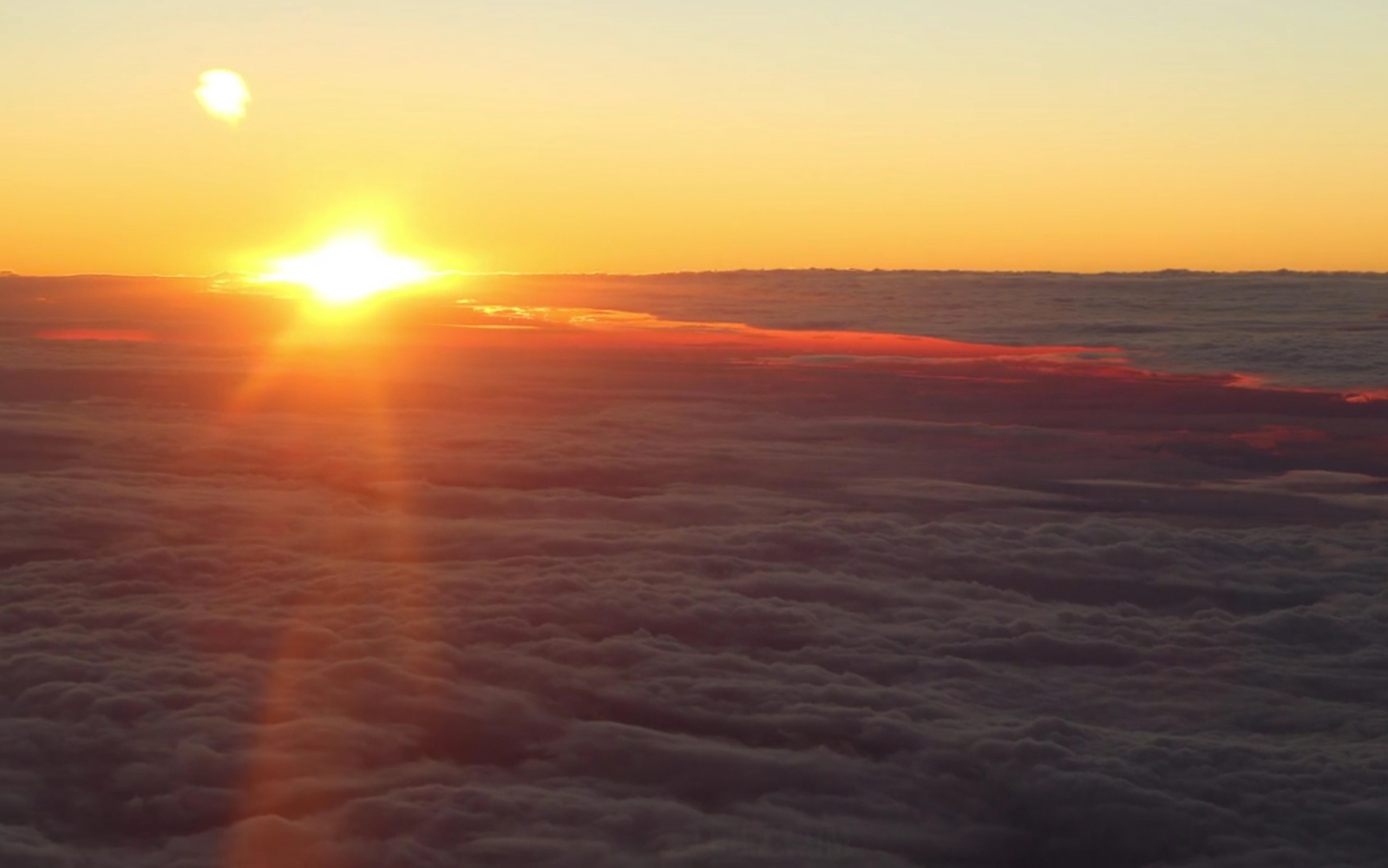 video this is what a sunset looks like from an airplane