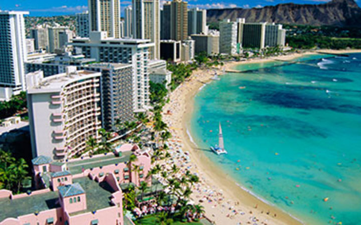 hotels on the beach in Honolulu, HI