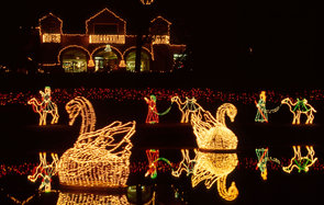 ARE13E Alabama Theodore Bellingrath Gardens Mirror Lake Magic Christmas in Lights. Image shot 2014. Exact date unknown.
