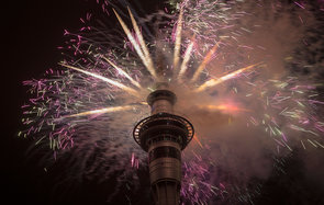 AUCKLAND, NEW ZEALAND - JANUARY 01:  Firework display from the top of the Sky Tower to welcome the New Year on January 1, 2015 in Auckland, New Zealand.  (Photo by Dave Rowland/Getty Images)