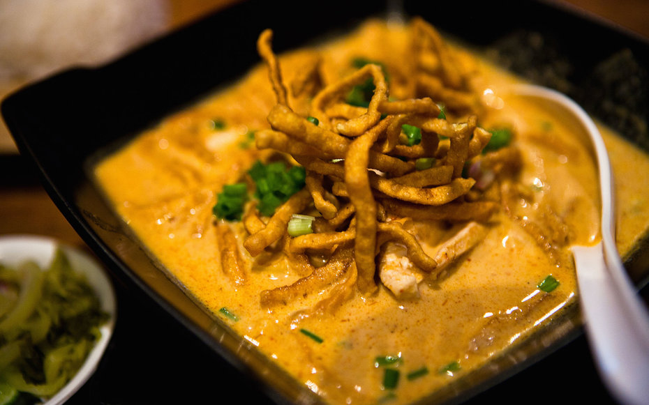 Khao soi, is the famous Chang Mai food.