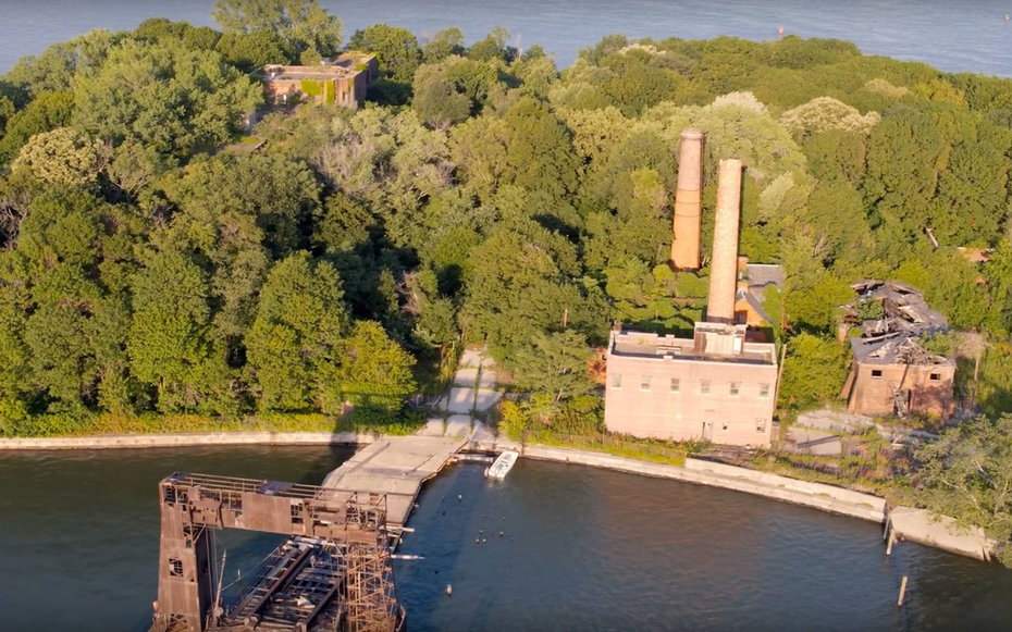 Drone Video Offers Incredible Views of Abandoned Island in New York City