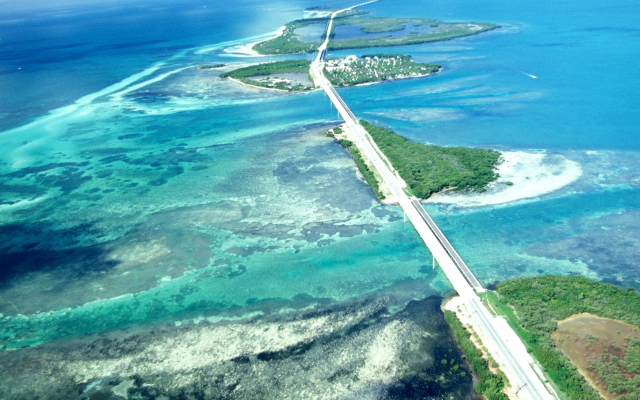 Scenic U.S. hwy 1 in the Florida Keys
