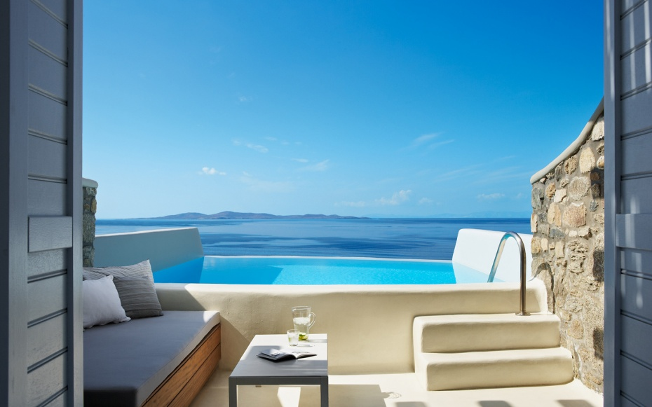 Cavo tagoo mykonos greece world s coolest plunge pools for Small intimate hotels