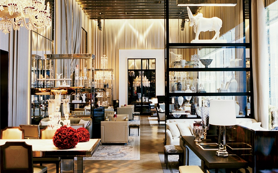 Inside nyc s unapologetically luxurious baccarat hotel for Salon baccarat