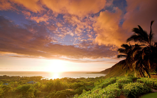Sunset over Kealakekua Bay