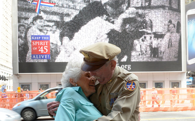 WWII Kissing Sailor and Nurse Story