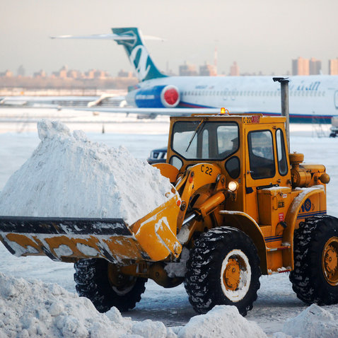 LaGuardia, airport, snow, storm, New York City, Delta, runway, accident, closure
