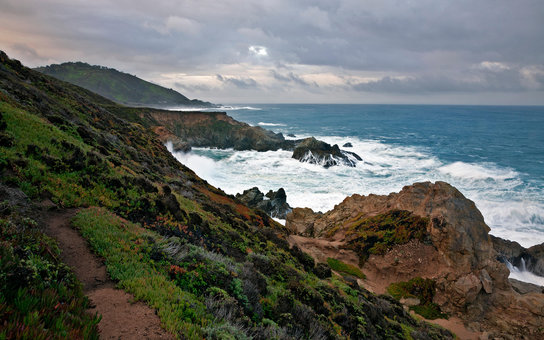 EB6668 CA02431-00...CALIFORNIA - Stormy day along the Big Sur Coast from the Pacific Coast Trail in Garrapata State Park.