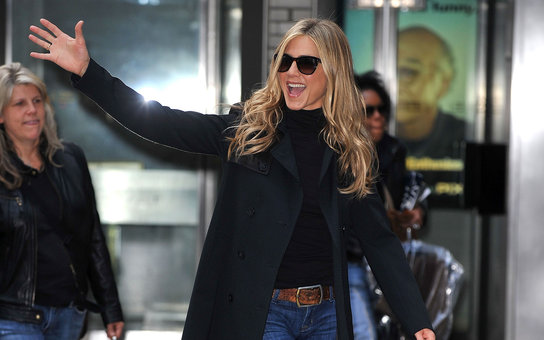 "NEW YORK - NOVEMBER 20:  Jennifer Aniston is seen on location for ""Wanderlust"" on the streets of Manhattan on November 20, 2010 in New York City.  (Photo by James Devaney/WireImage) *** Local Caption *** Jennifer Aniston"