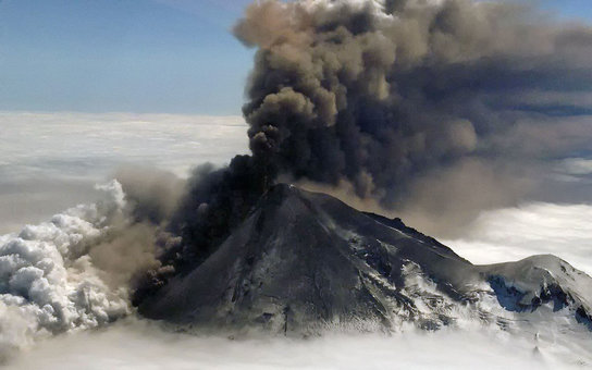 D8CEPE Astronauts aboard the International Space Station photographed these striking views of Pavlof Volcano on May 18, 2013 in the Aleutian Arc, Alaska. Pavlof began erupting on May 13, 2013. The volcano jetted lava into the air and spewed an ash cloud 2